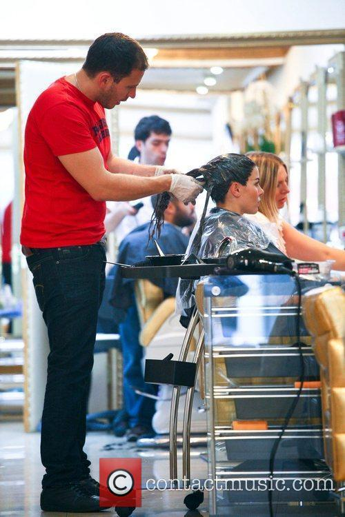 imogen thomas getting her hair dyed a 5898908