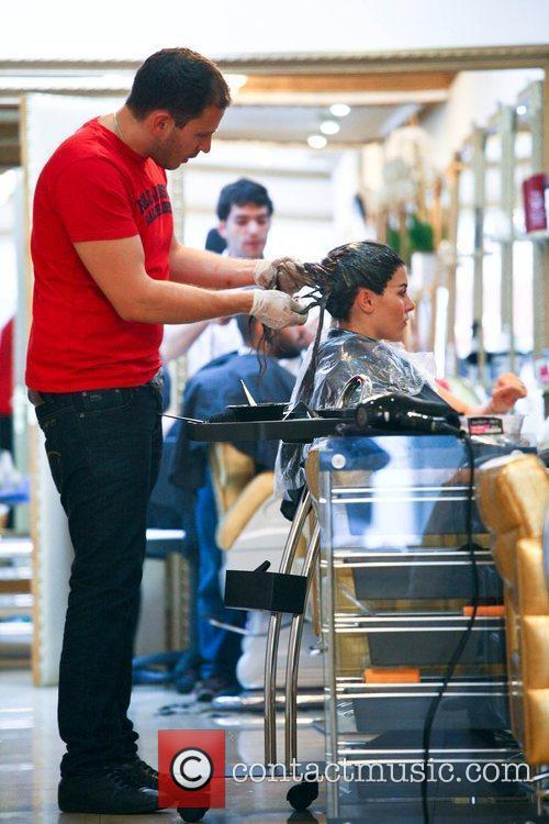imogen thomas getting her hair dyed a 5898910