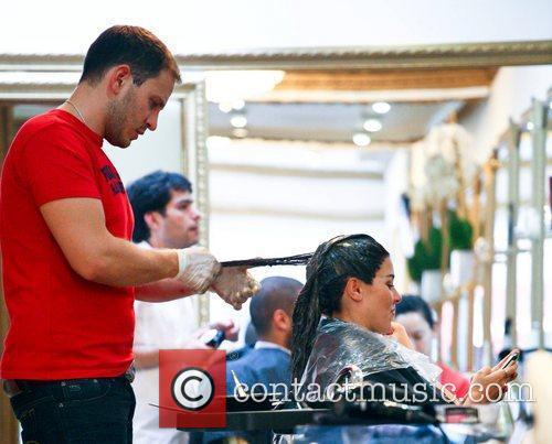imogen thomas getting her hair dyed a 5898913