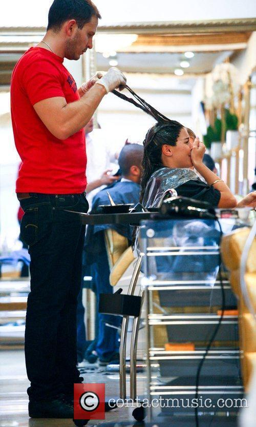 imogen thomas getting her hair dyed a 5898915