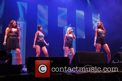 Vanessa White, Frankie Sandford, Mollie King, Rochelle Wiseman and The Saturdays 2