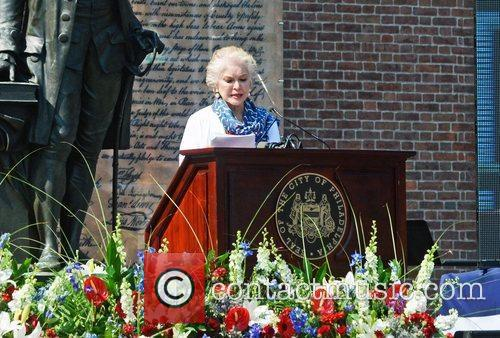 ellen burstyn philadelphia independence day ceremony held at 3978470