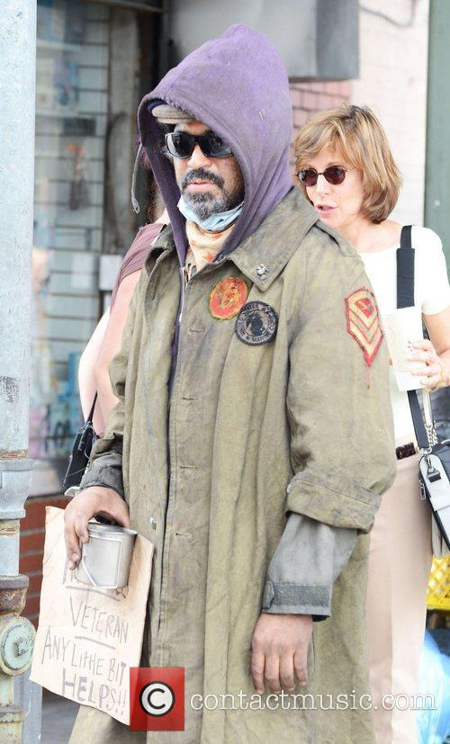 Jeffrey Wright dressed as a homeless veteren on...