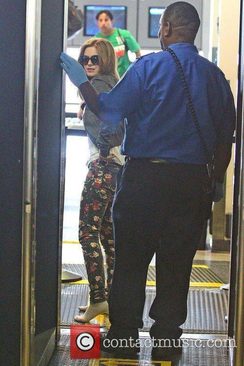 isla fisher seen going through security at 5903519