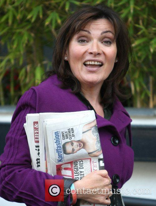lorraine kelly outside the itv studios carrying 4161340