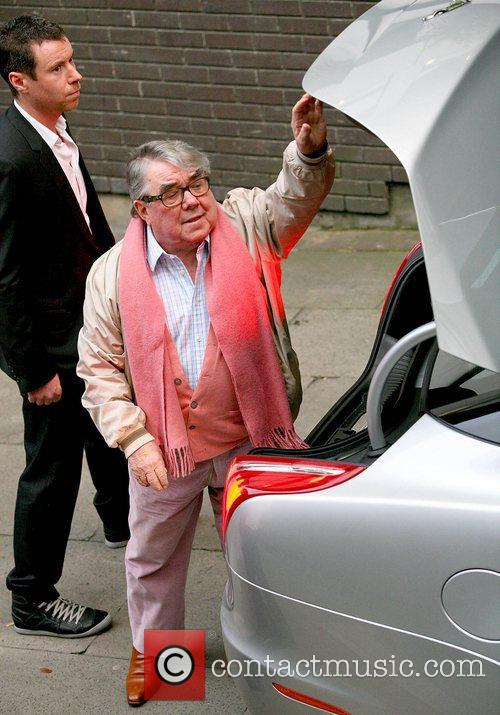 ronnie corbett outside the itv studios london 4127395