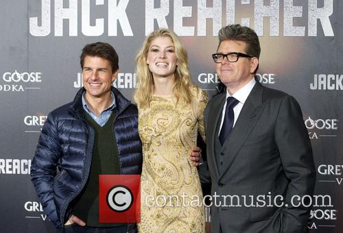 Tom Cruise, Rosamund Pike and Christopher Mcquarrie 5
