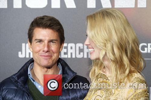 Tom Cruise and Rosamund Pike 6