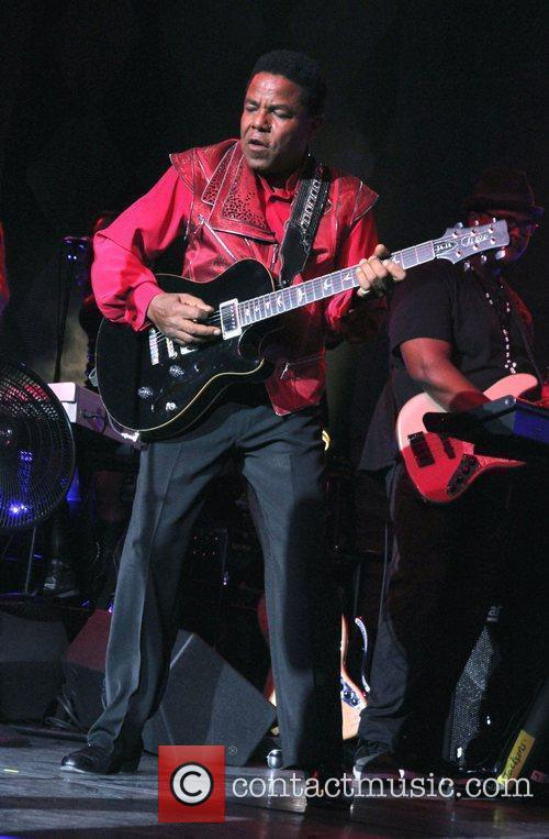 tito jackson performing live during the jacksons 4000119