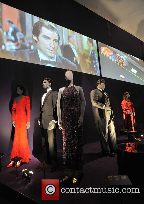 1989 'Licence To Kill' dresses Designing 007 -...