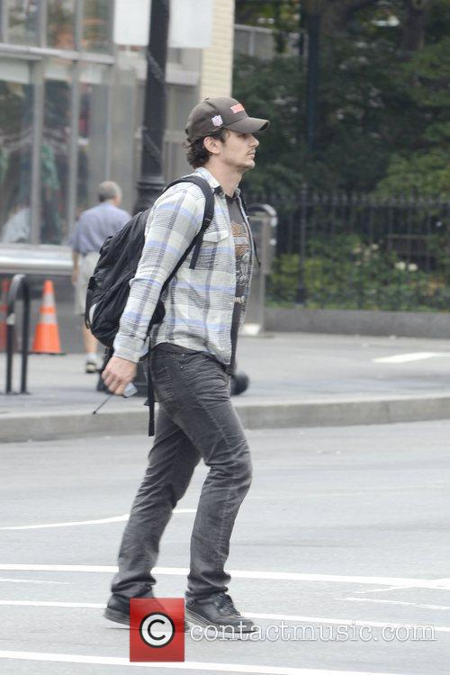 james franco strolling in washinton sqaure park 5896174