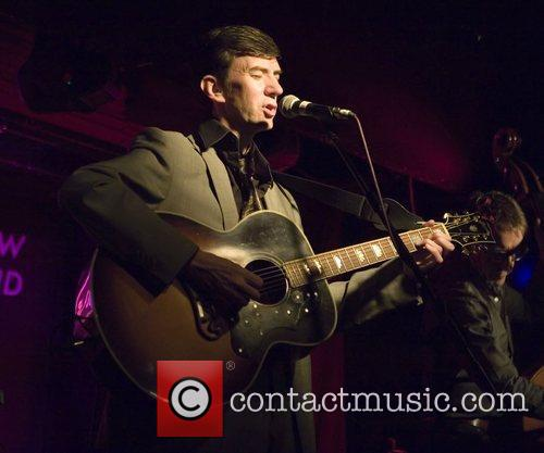 Performs live at Oran Mor
