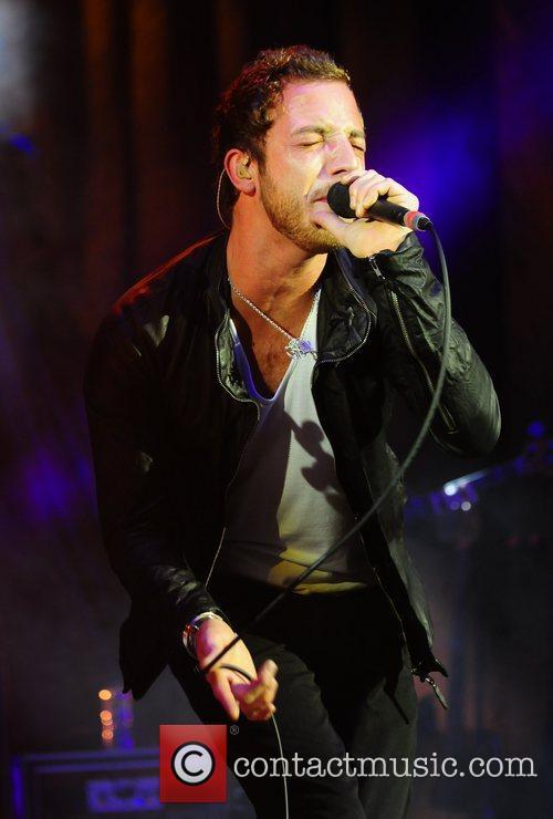 james morrison performing live at the hmv 3722461