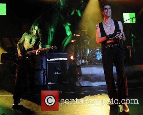 Perry Farrell and Dave Navarro 8