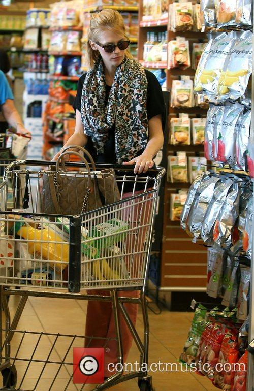january jones shops at whole foods in 4139701