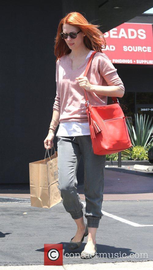 january jones takes her son shopping for 3958744