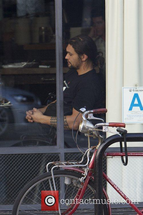 Jason Momoa eats at a restaurant in Venice...