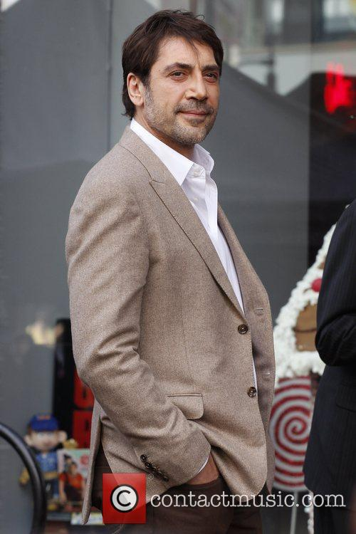 javier bardem is honored with a hollywood 5946118