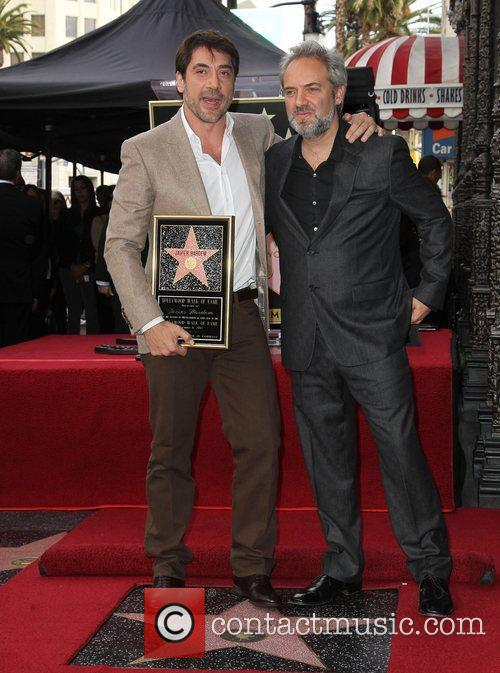 Photo of Javier Bardem & his friend director  Sam Mendes - At the work