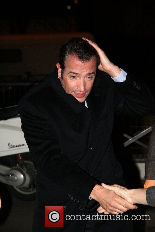 Jean dujardin arrives at a french tv show 39 grand journal for Jean dujardin infidele