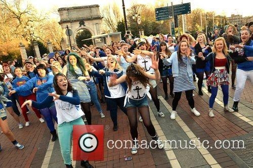 A huge Jedward flash-mob appeared on Grafton Street...