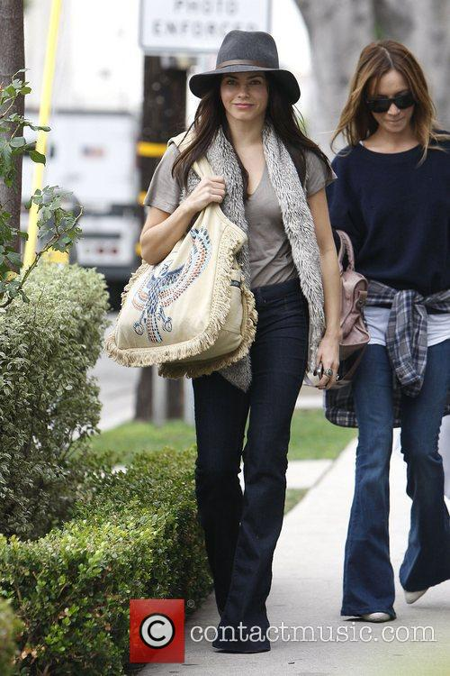 Jenna Dewan-Tatum goes Christmas shopping on Robertson Boulevard...