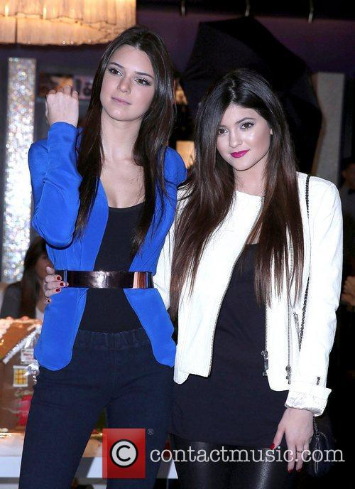 Kendall Jenner and Kylie Jenner 15