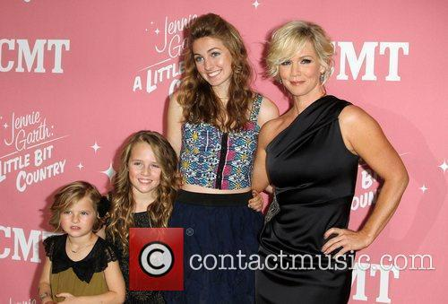 Jennie Garth and Lola Ray 3