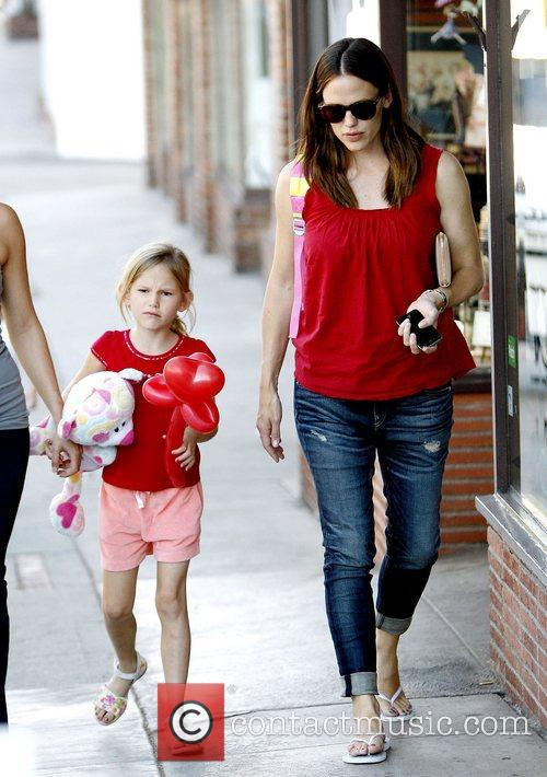Jennifer Garner, Pacific Palisades and Violet 6