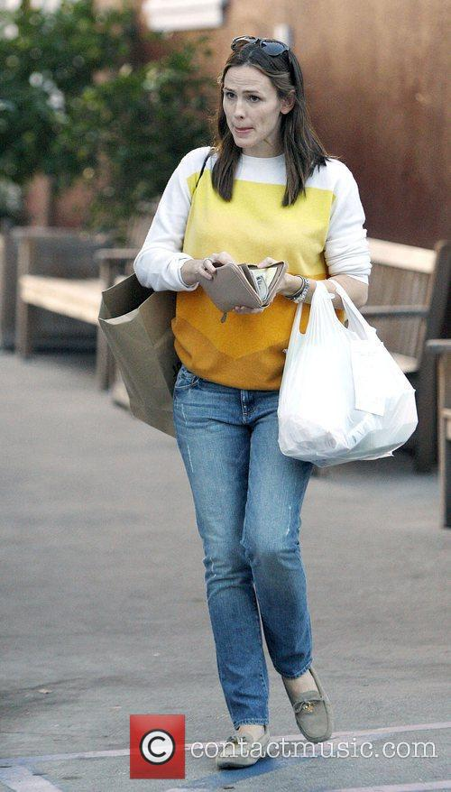 Jennifer Garner wearing jeans out shopping in Brentwood.