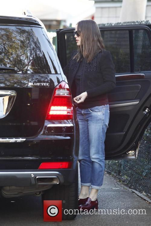 Jennifer Garner Jennifer Garner picks up her daughter...