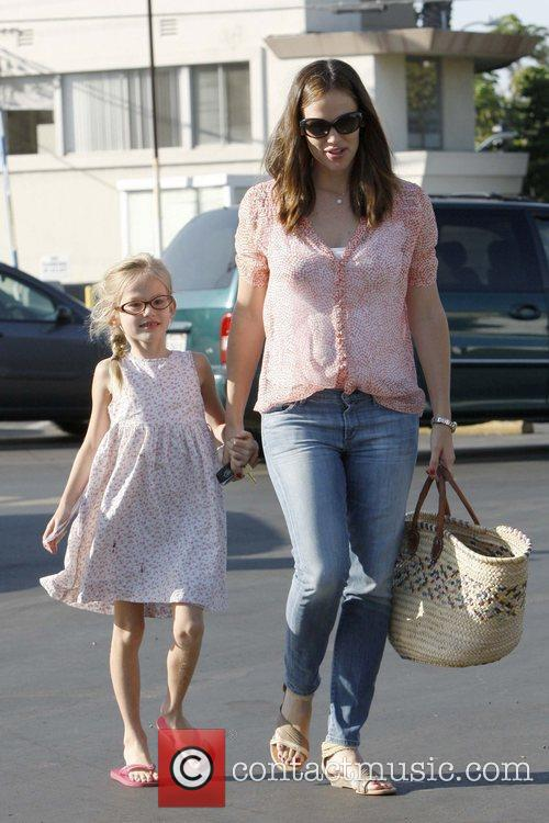 Jennifer Garner and daughter Violet Affleck spend the...