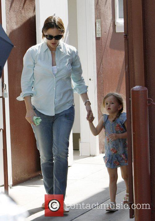 Jennifer Garner collects her daughters from school in...