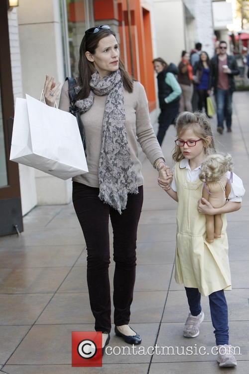 Jennifer Garner shopping with her daughter at the...
