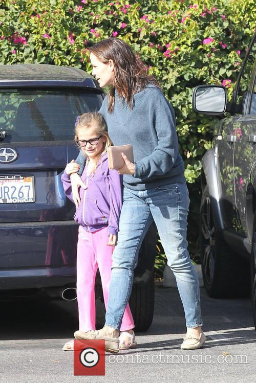 Jennifer Garner takes her daughter on a shopping...