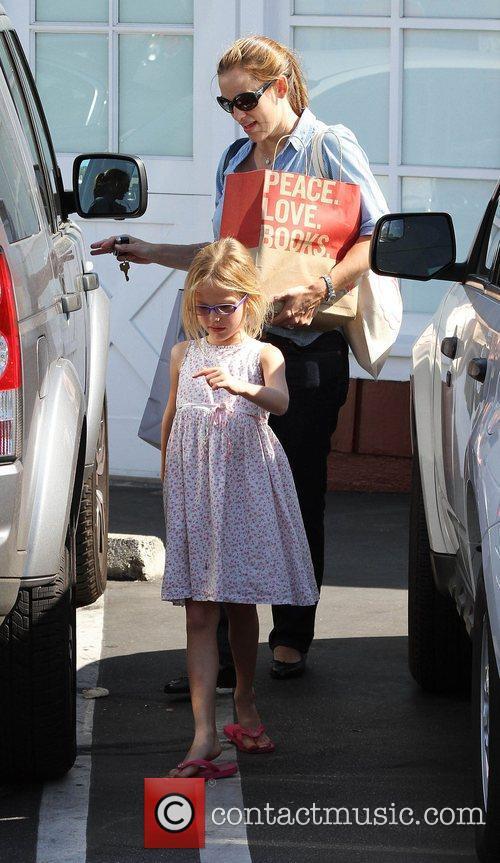 Jennifer Garner, Violet Affleck and Brentwood 6