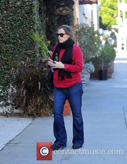 Pregnant Jennifer Garner with her daughter out and...