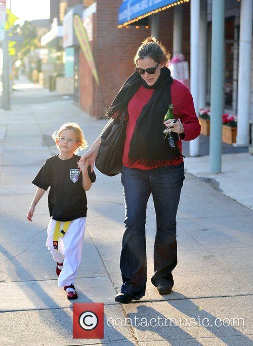 Pregnant Jennifer Garner with her daughter Violet Affleck...
