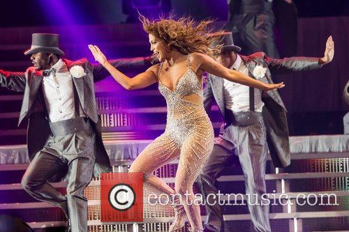 Jennifer Lopez and Pavilhao Atlantico 8