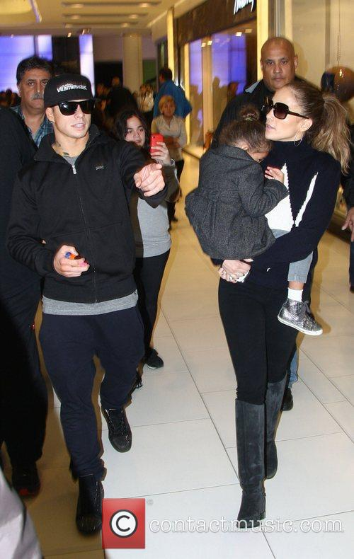 Jennifer Lopez, Emme and Casper Smart 3