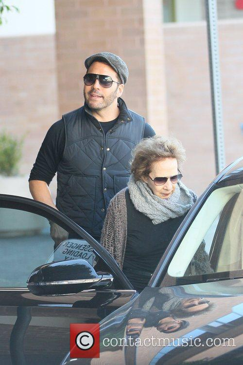 jeremy piven leaving lunch with his mother 5788317