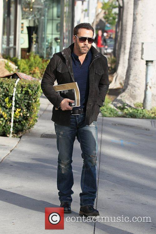 jeremy piven departs le pain quotidien in 5784220