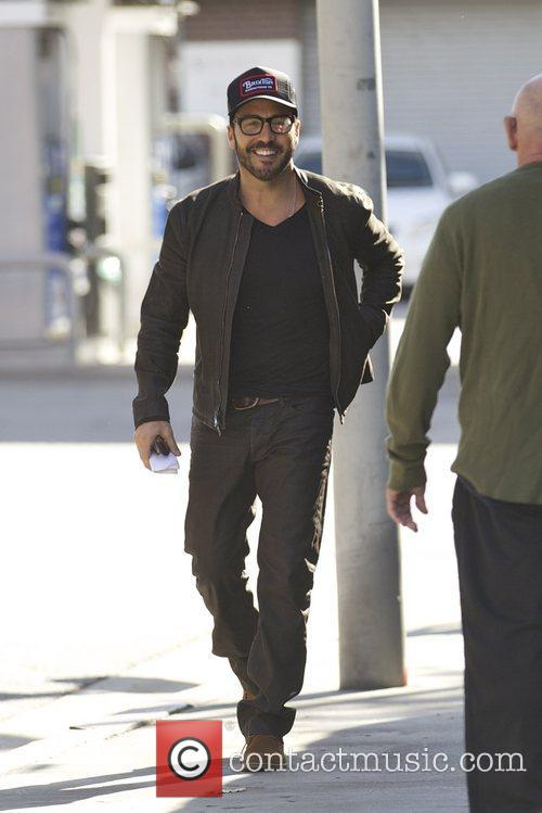 Actor Jeremy Piven and a friend have lunch...