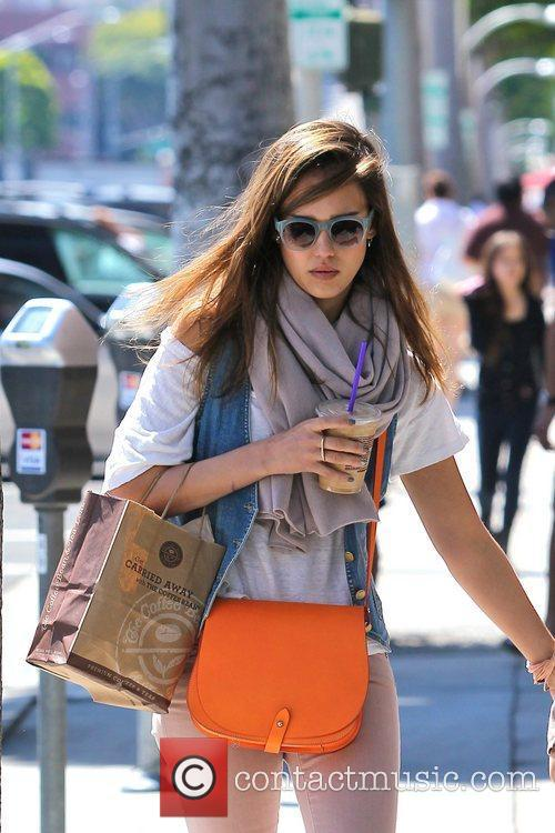 jessica alba is seen on a coffee 5820298