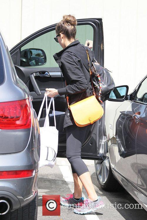 jessica alba heading to her office in 5820925