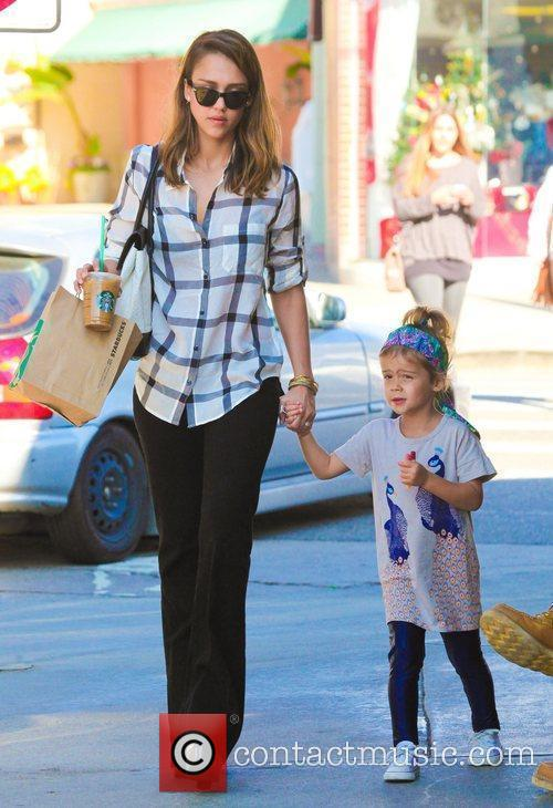 jessica alba holds her daughter honor maries 3672653