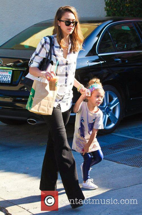 jessica alba holds her daughter honor maries 3672655
