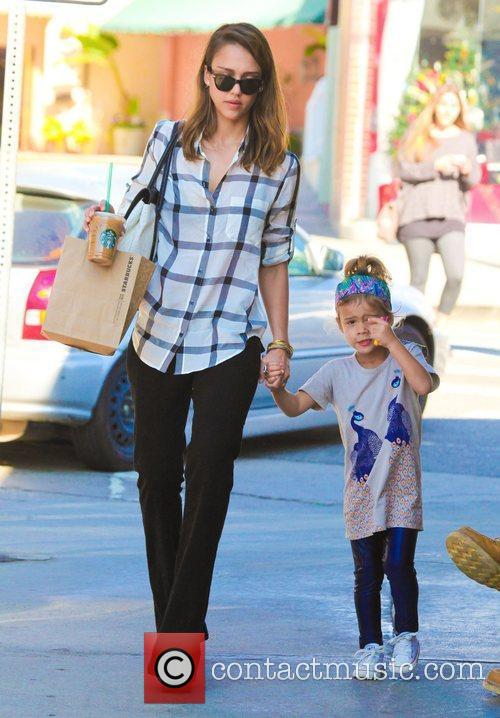 jessica alba holds her daughter honor maries 3672663
