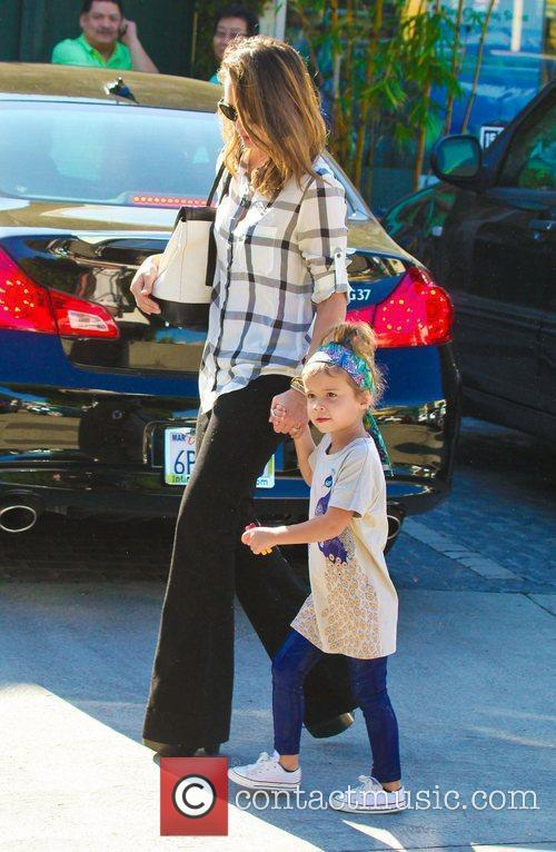 jessica alba holds her daughter honor maries 3672666