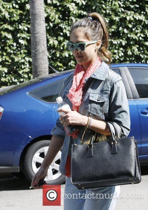 jessica alba heading for a nail salon 3892170